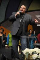Fred Hammond sings Oh Give Thanks