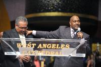 Marvin Winans introducing Howard Smith who brought the Winans to the attention of Andrae Crouch
